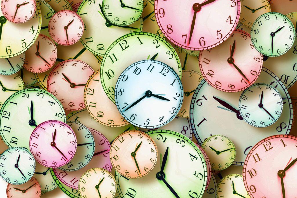時間・たくさんの時計のイラスト